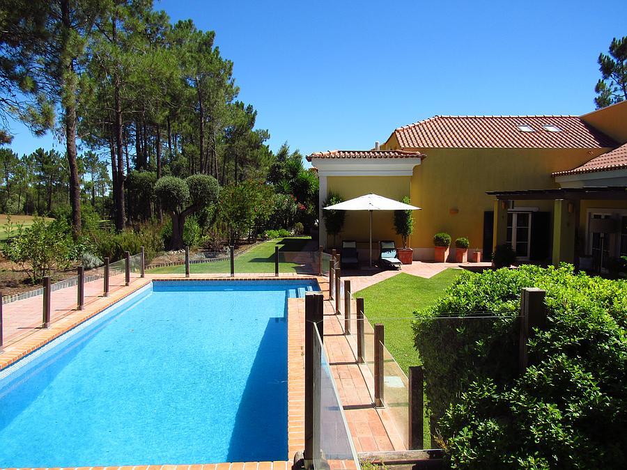 Villas / Townhouses için Satış at Magnificent and charming villa with a swimming poo Sesimbra, Portekiz