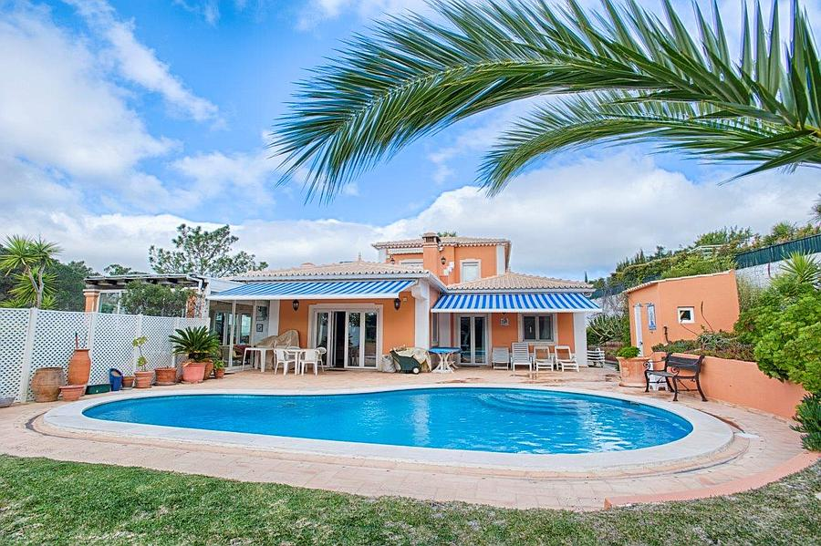 Charming 4 bedroom villa along the Estoril Golf co Cascais, Portugal