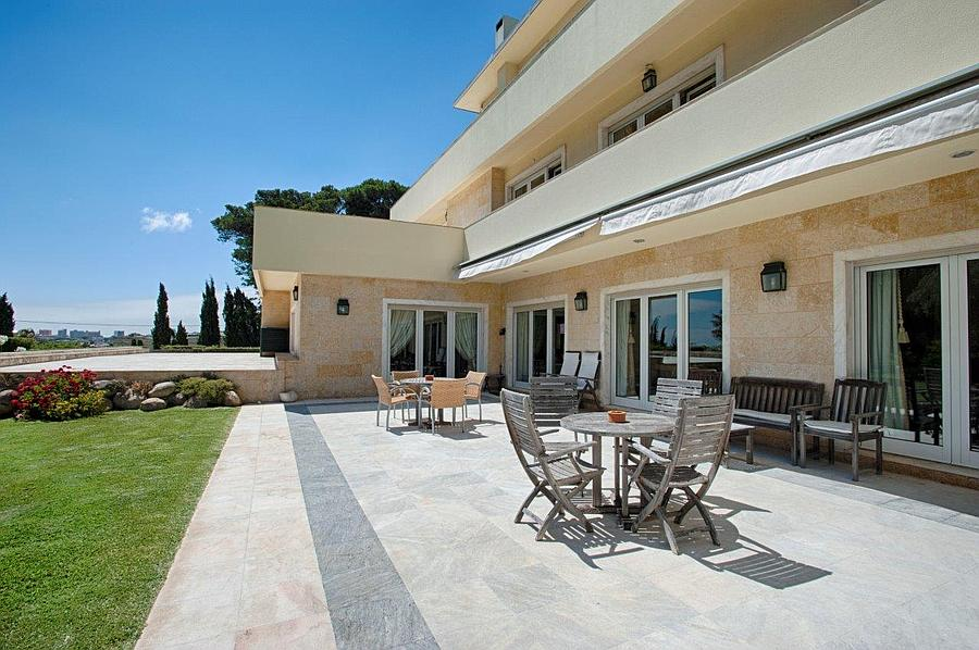 Additional photo for property listing at Fantastic villa with a lot of privacy in a prime l Cascais, Portugal