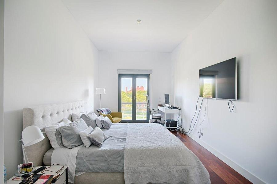 Additional photo for property listing at Excellent 4 bedroom apartment in a closed condomin Cascais, Portugal