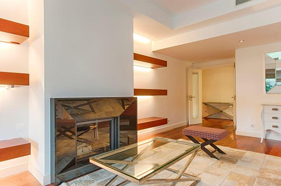 3 bedroom duplex with a swimming pool in gated community