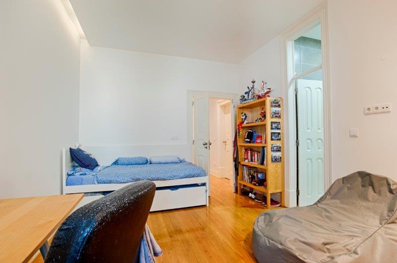 Apartamento T4+1 remodelado