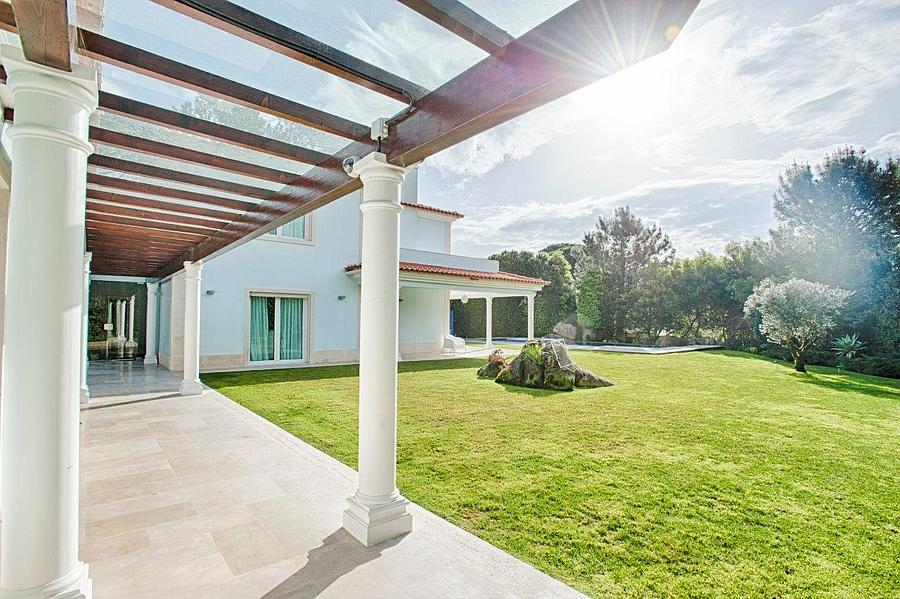 Additional photo for property listing at Wonderful villa next to the Penha Longa Golf compl Sintra, Portugal