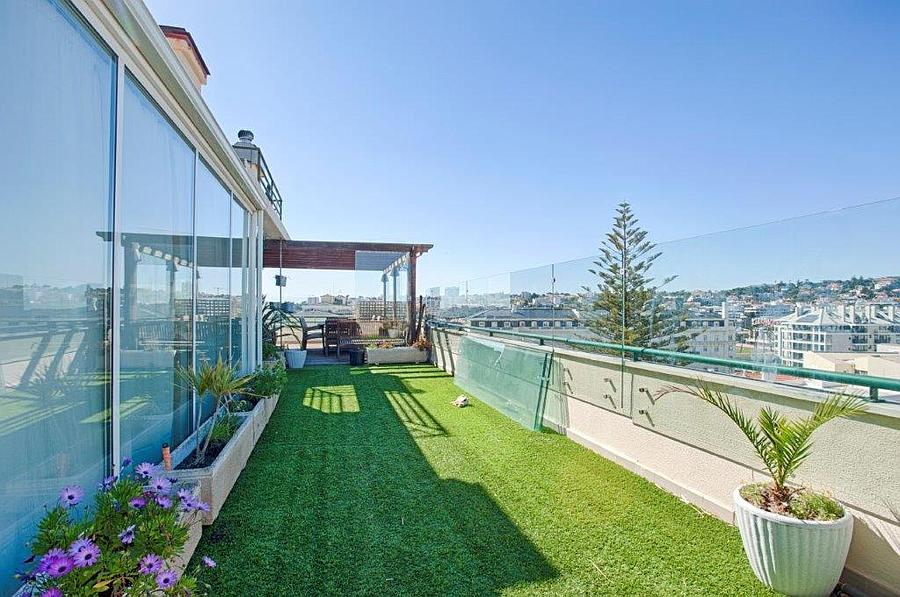 Additional photo for property listing at Fabulous 3 + 2 bedroom penthouse with excellent sp Cascais, Portugal
