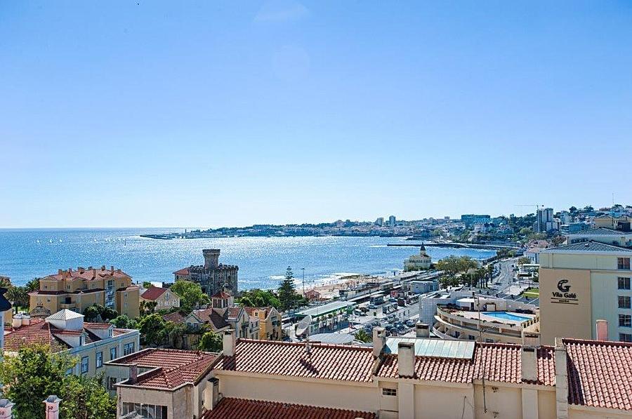 Appartementen voor Verkoop een t Fabulous 3 + 2 bedroom penthouse with excellent sp Cascais, Portugal