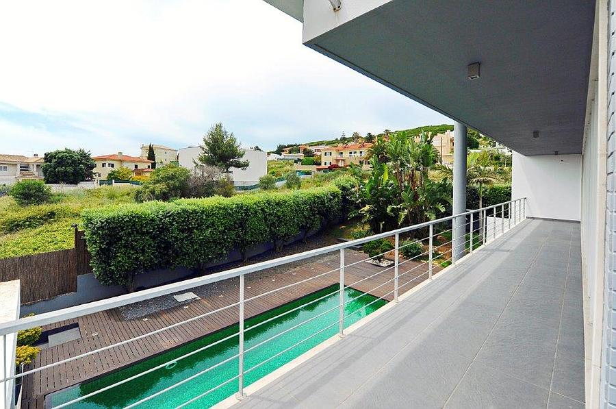 Additional photo for property listing at Modern 4 bedroom villa situated in the Quinta da M Oeiras, Portugal