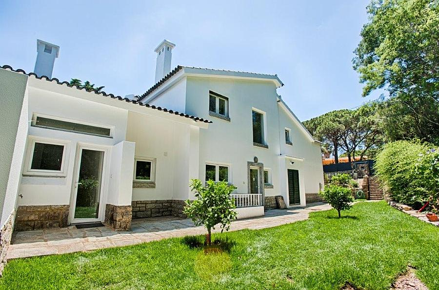 Additional photo for property listing at Lovely villa standing in a plot of 1,238 sqm in on Cascais, Πορτογαλια