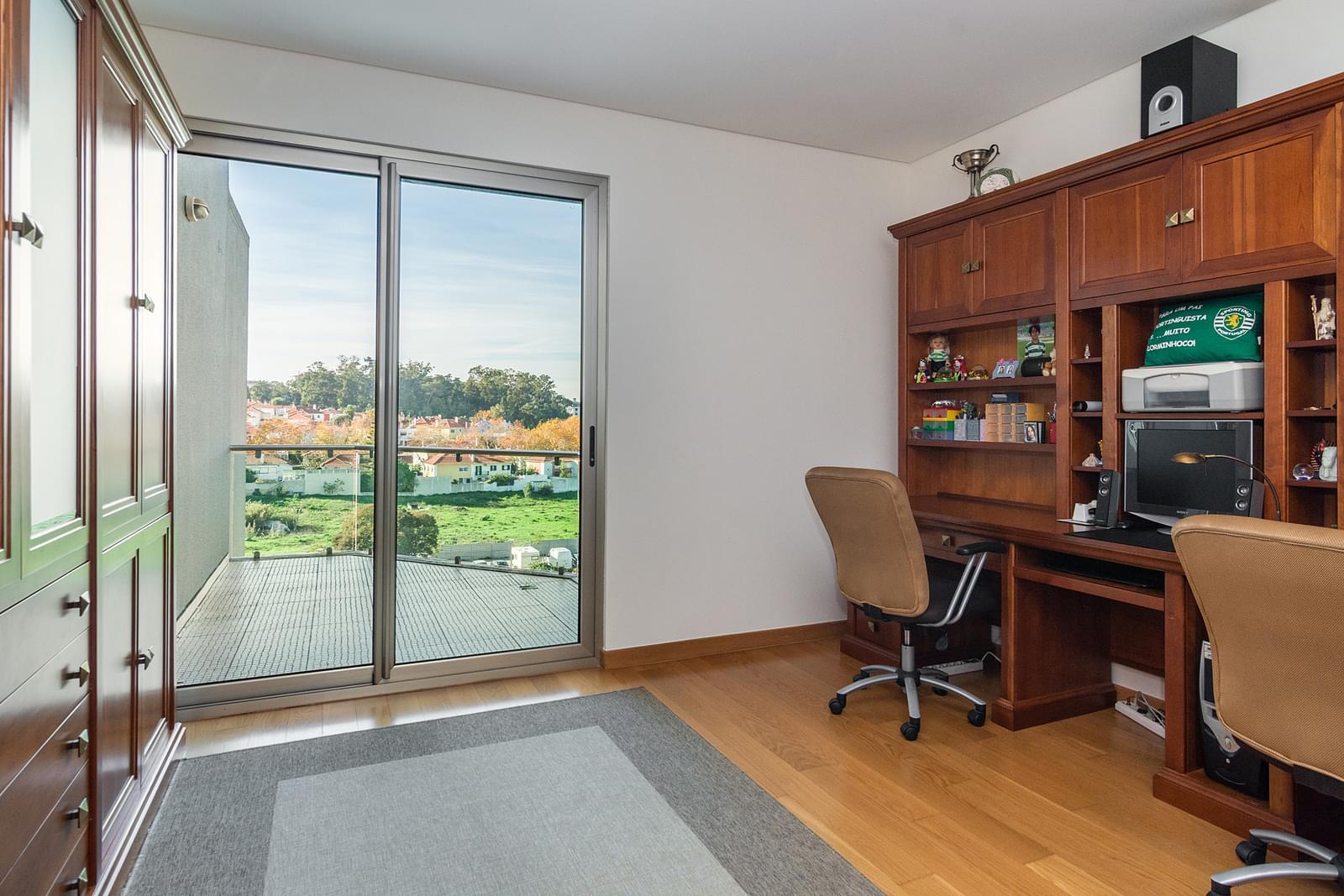 5 bedroom duplex with parking