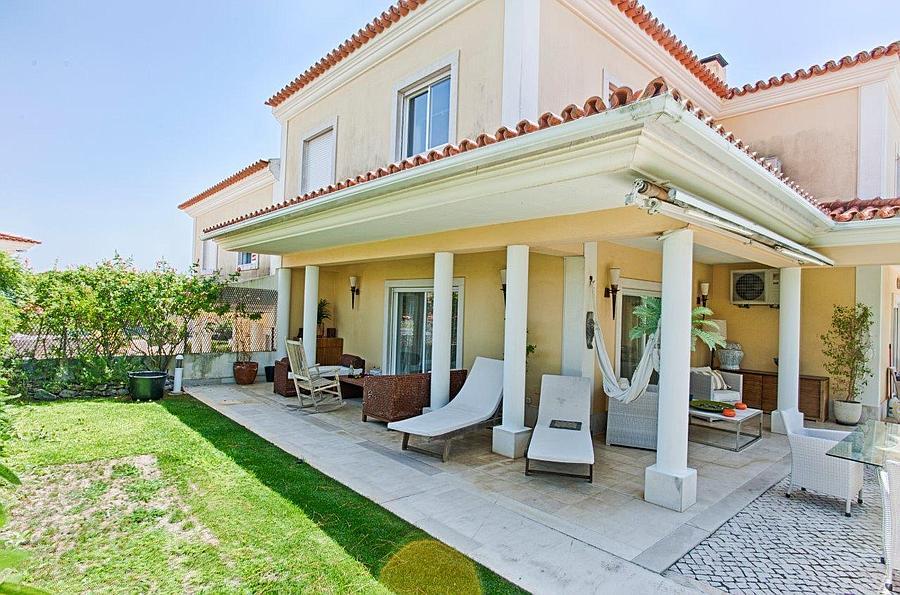 Ville / Villette per Vendita alle ore 4+2 bedroom villa located in Bicesse in a lovely c Cascais, Portogallo