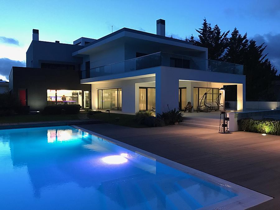 Moradia T4+1 com piscina em condomínio fechado