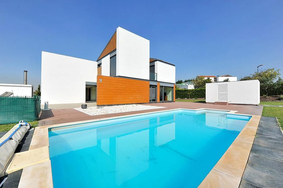 Villas / Townhouses for Sale at Single family 5 bedroom villa spread over 3 storey Oeiras, Portugal