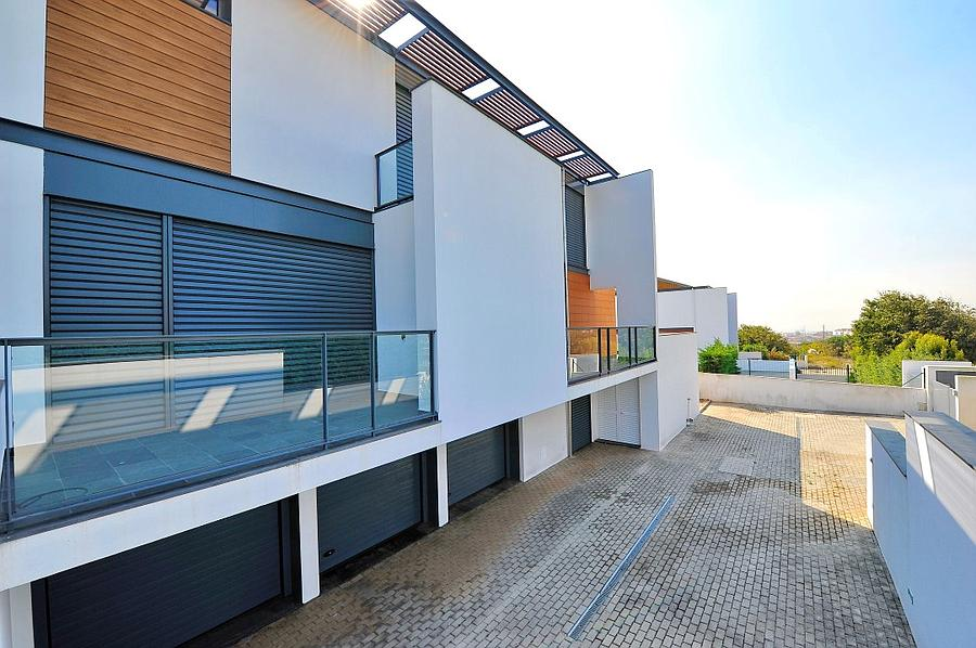 Additional photo for property listing at Single family 5 bedroom villa spread over 3 storey Oeiras, Portugal