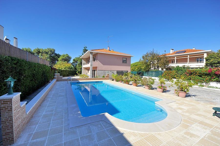 빌라 / 타운 하우스 용 매매 에 Detached villa, standing in a plot of 1,100 sqm wi Oeiras, 포르투갈