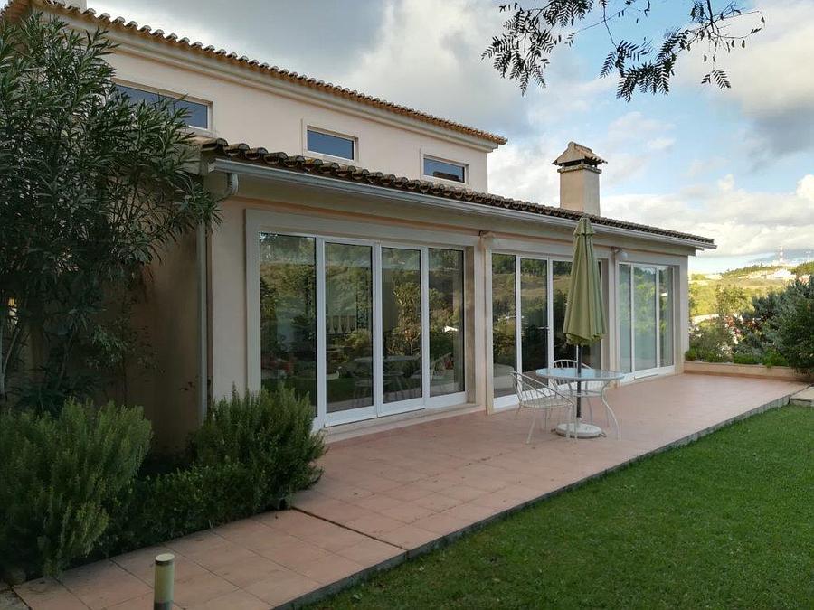 Hayvan Çiftliği/Çiftlik/Ekili Alan için Satış at Excellent villa, just 40 minutes from Lisbon, whic Sesimbra, Portekiz