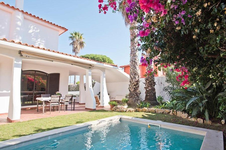 Villas / Townhouses for Sale at Inviting 3 bedroom villa which was fully refurbish Cascais, Portugal