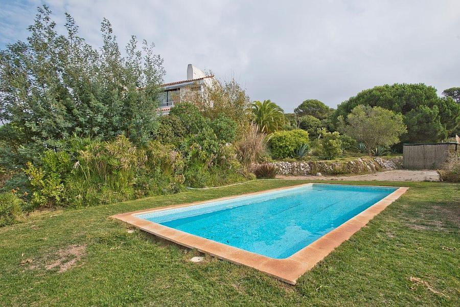 βίλες / μονοκατοικίες για την Πώληση στο Villa Cipreste is a luxury boutique villa located Sesimbra, Πορτογαλια