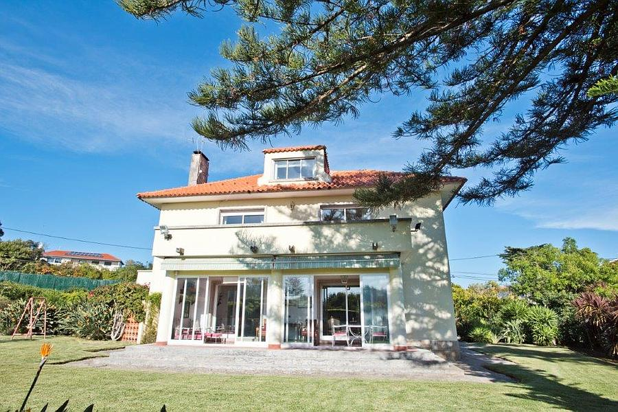 5 + 1 bedroom villa with a swimming pool and good Cascais, Portugal