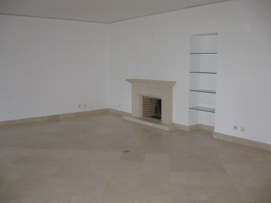 2 bedroom apartment with a swimming pool