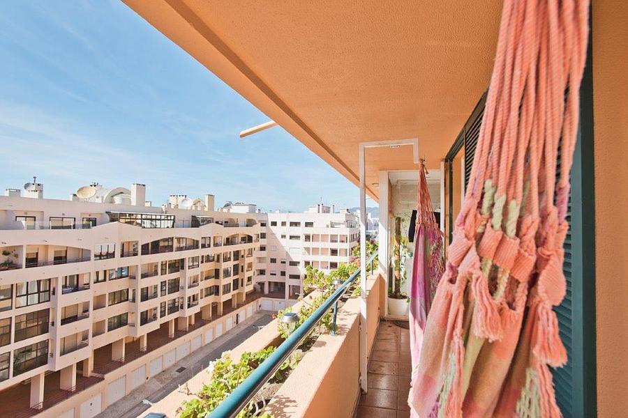 Apartamento T3 com piscina em condomínio fechado
