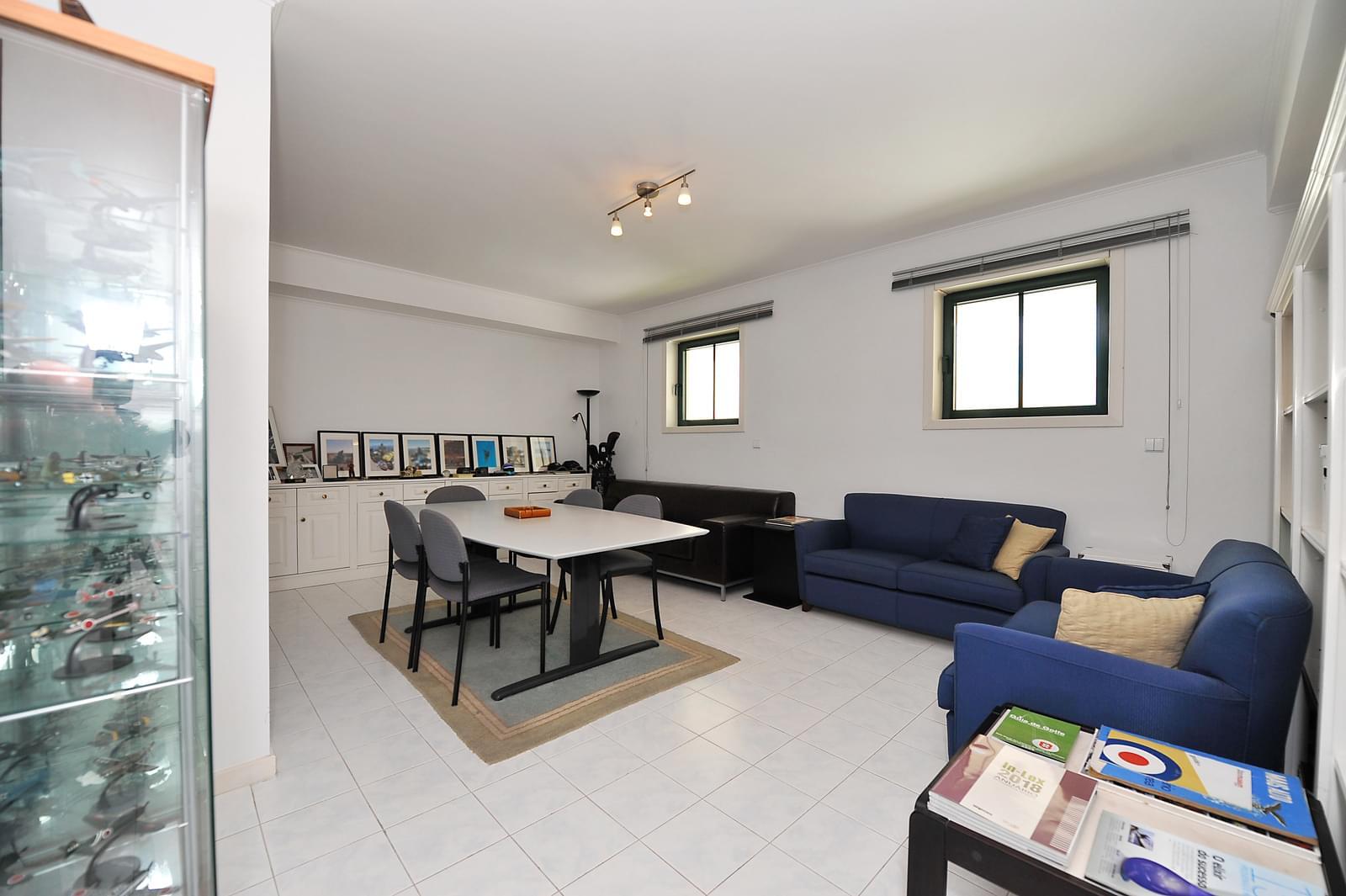 Apartamento T4 duplex com piscina em condomínio fechado