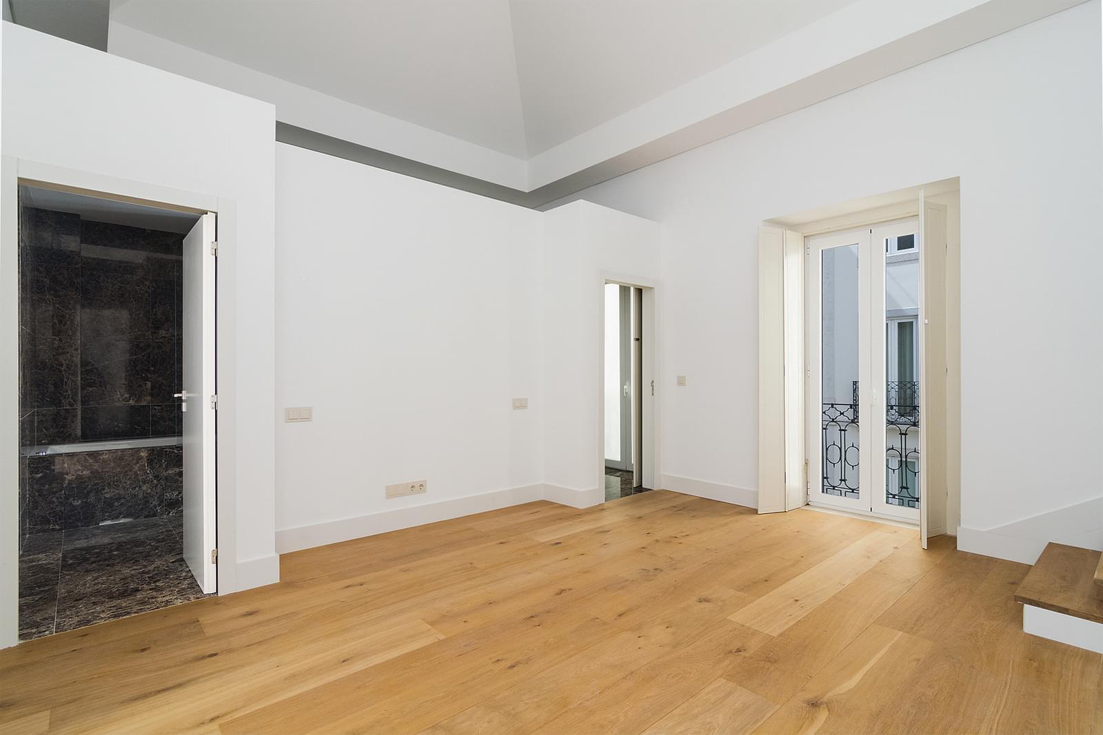 pf16887-apartamento-t5-lisboa-96138c44-8441-40f9-8ee9-60b6949a2cb5