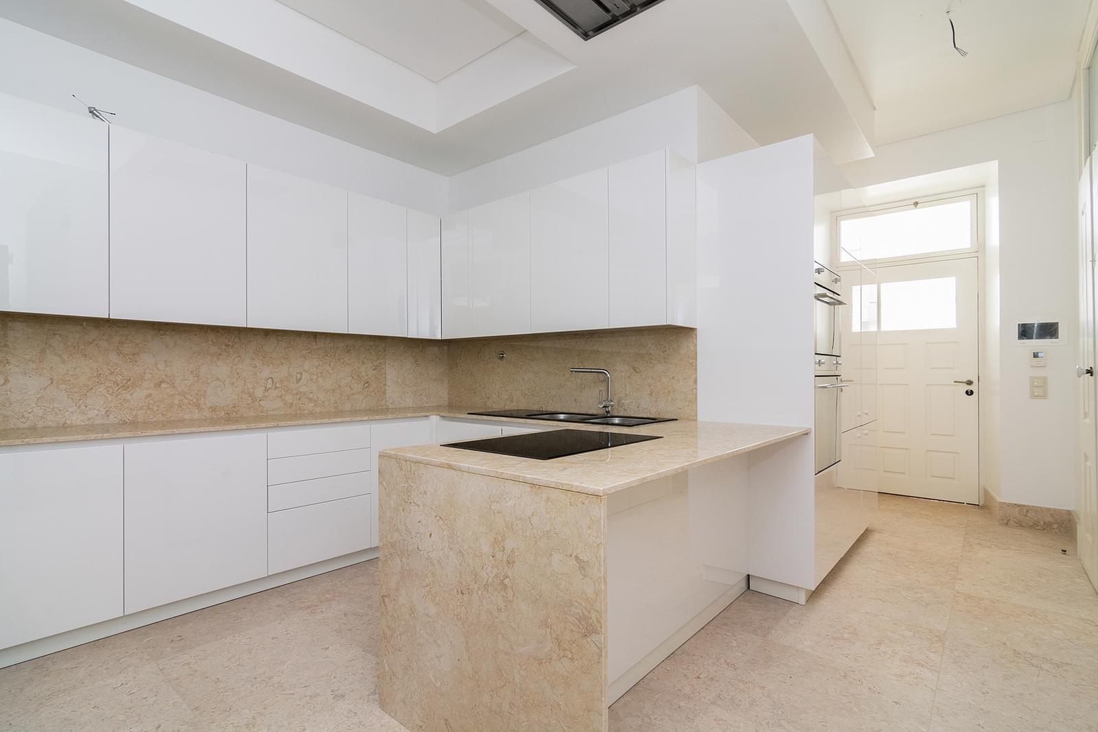 pf16887-apartamento-t5-lisboa-9d01de7f-344b-4f3d-a544-c552b1dc2e06