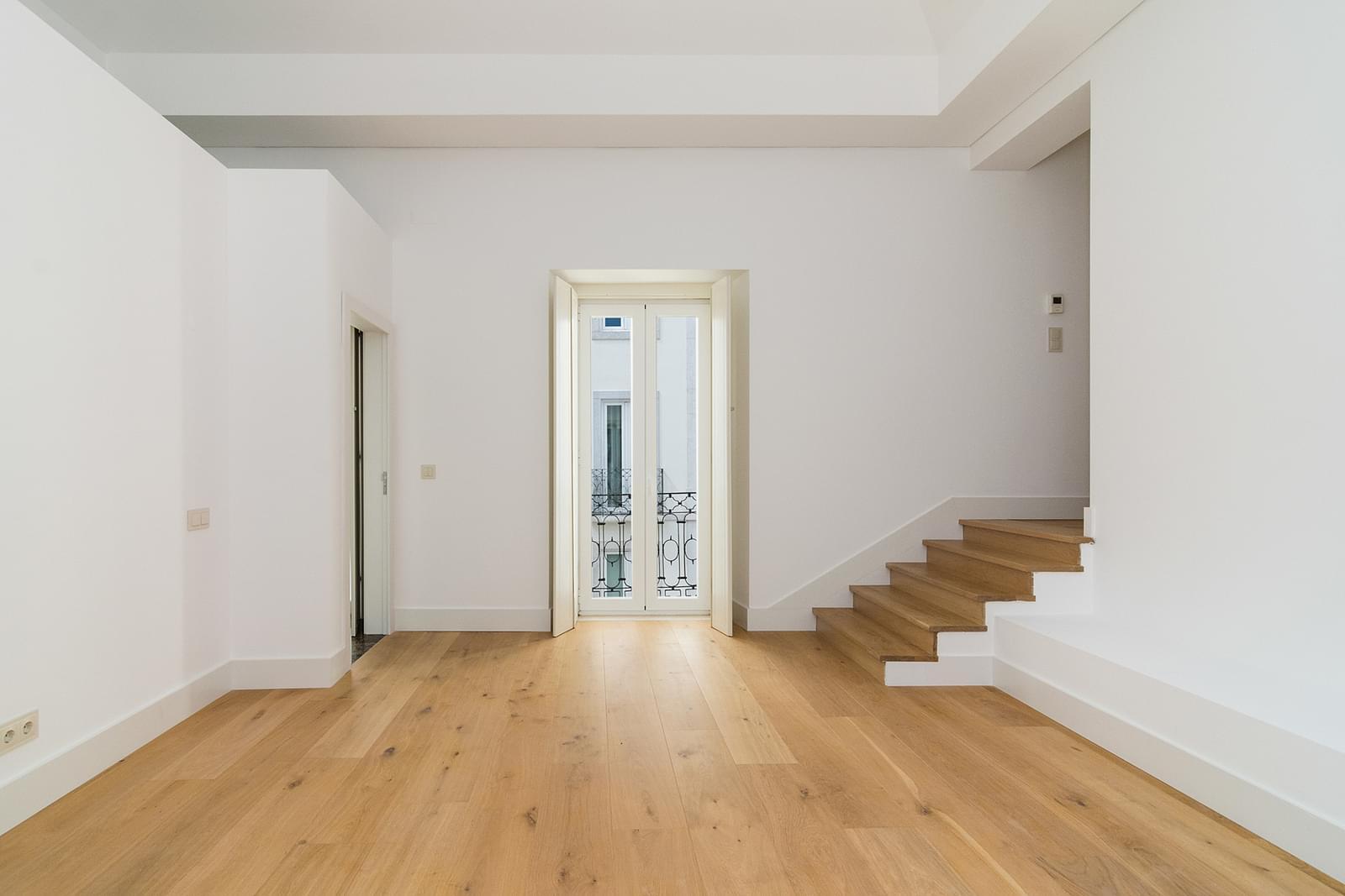pf16887-apartamento-t5-lisboa-b033fe31-2e0d-48b4-bec4-648ef4da6087