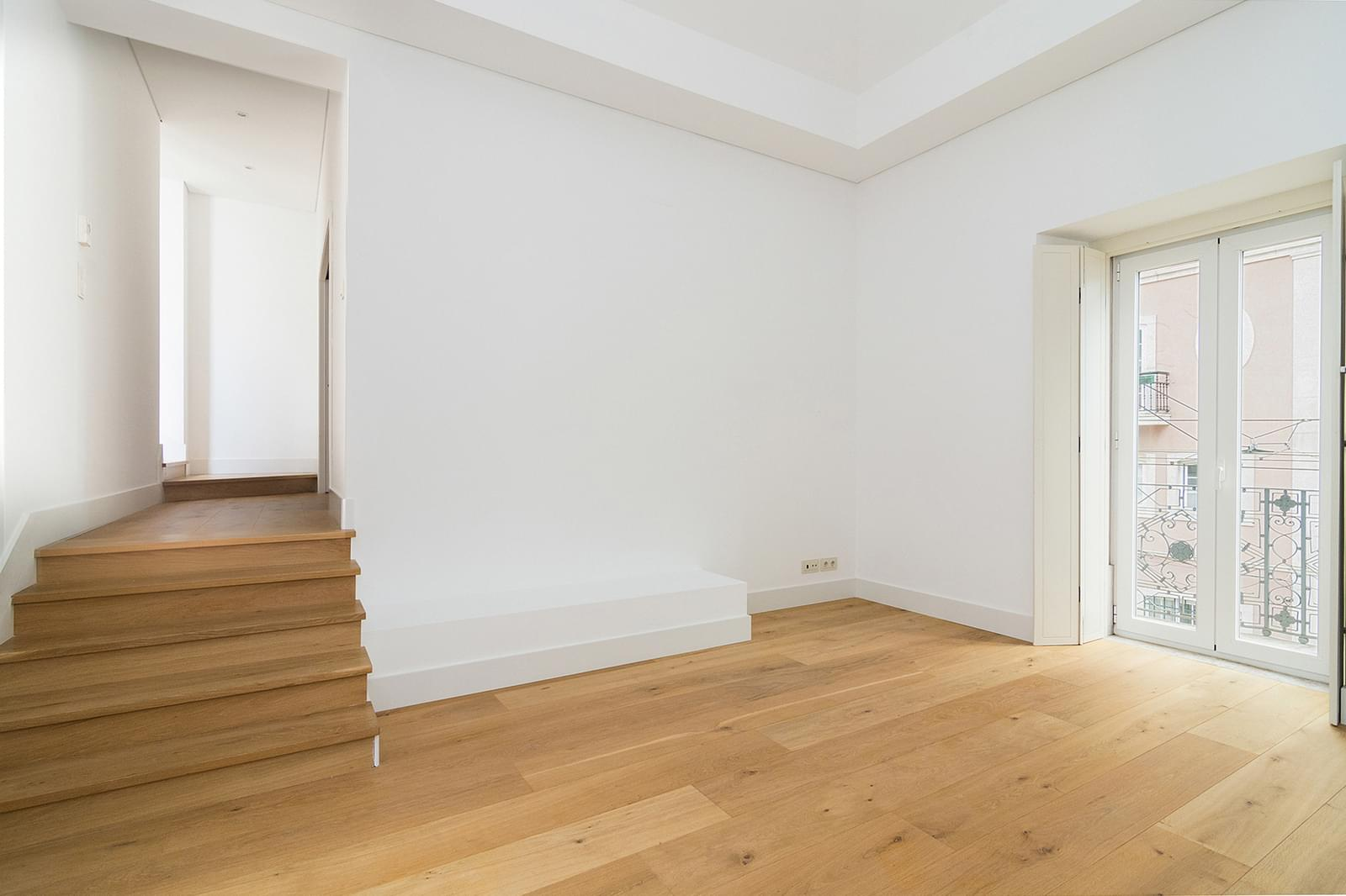 pf16887-apartamento-t5-lisboa-f4eb7a0d-ea4b-40cc-8555-02d62c3582c5