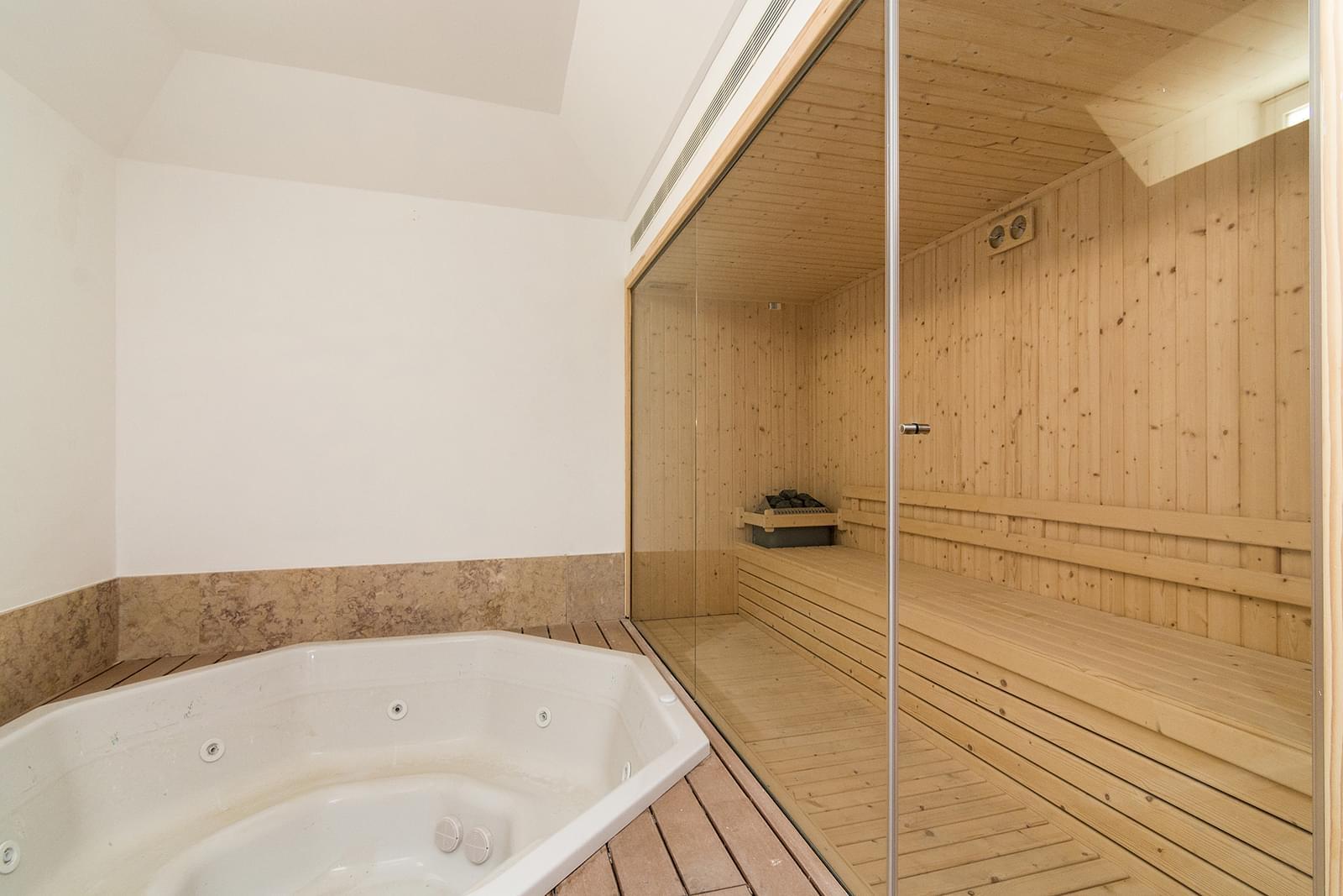 pf16887-apartamento-t5-lisboa-f7307e62-e23e-48e7-934c-4211fa487b00
