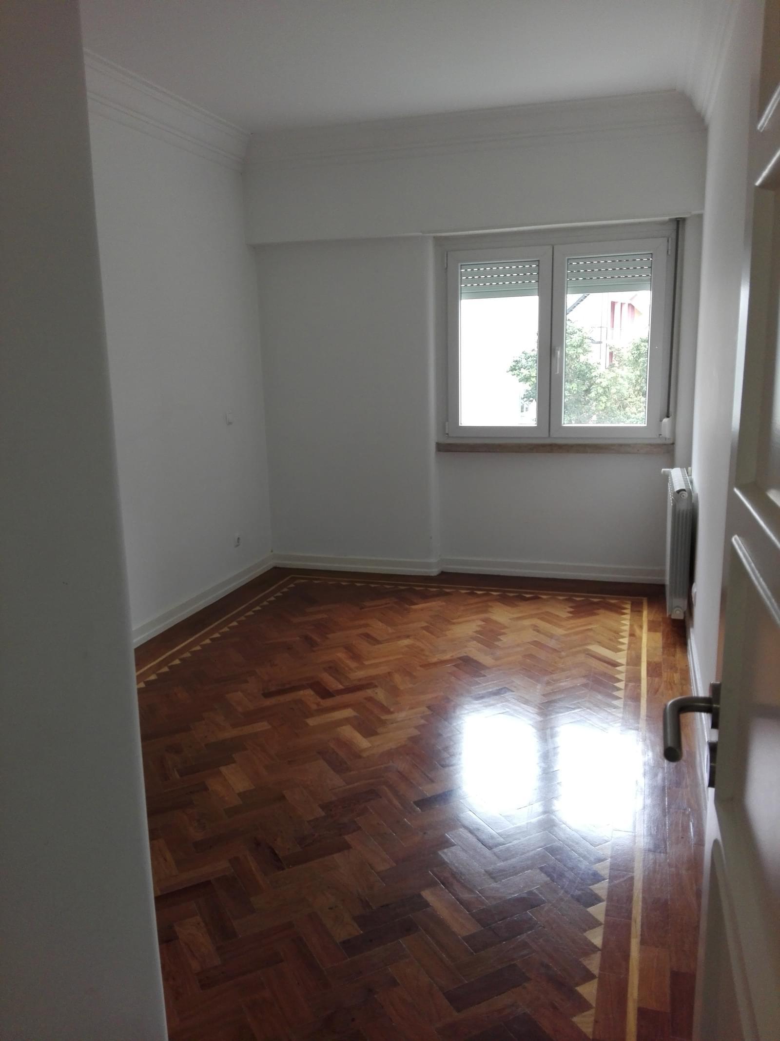 pf17056-apartamento-t4-1-lisboa-15e4fecc-305b-49cc-a2ae-a50322a750de
