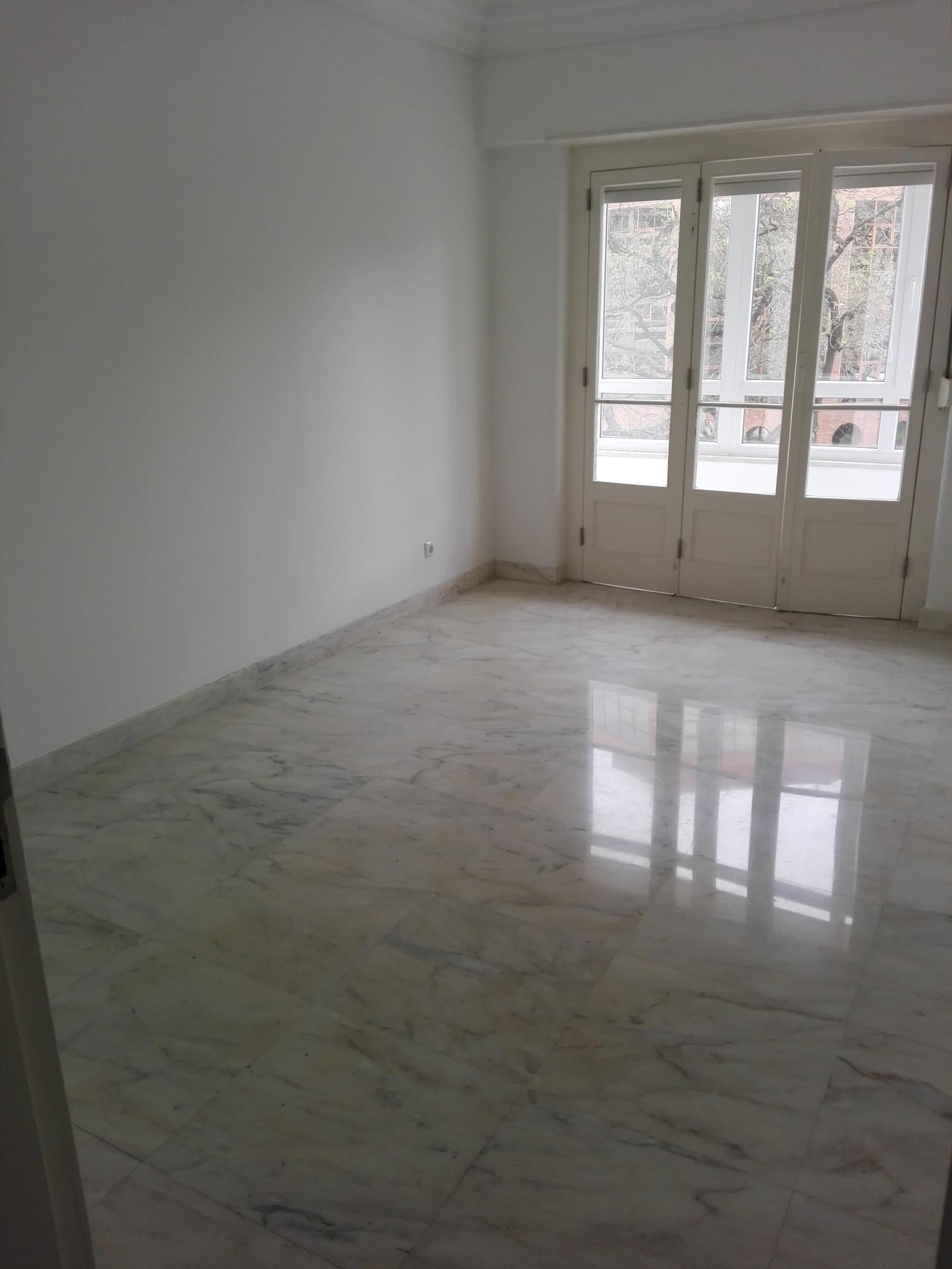 pf17056-apartamento-t4-1-lisboa-9d10bf0e-7cfb-4193-b694-7269b9023fc3