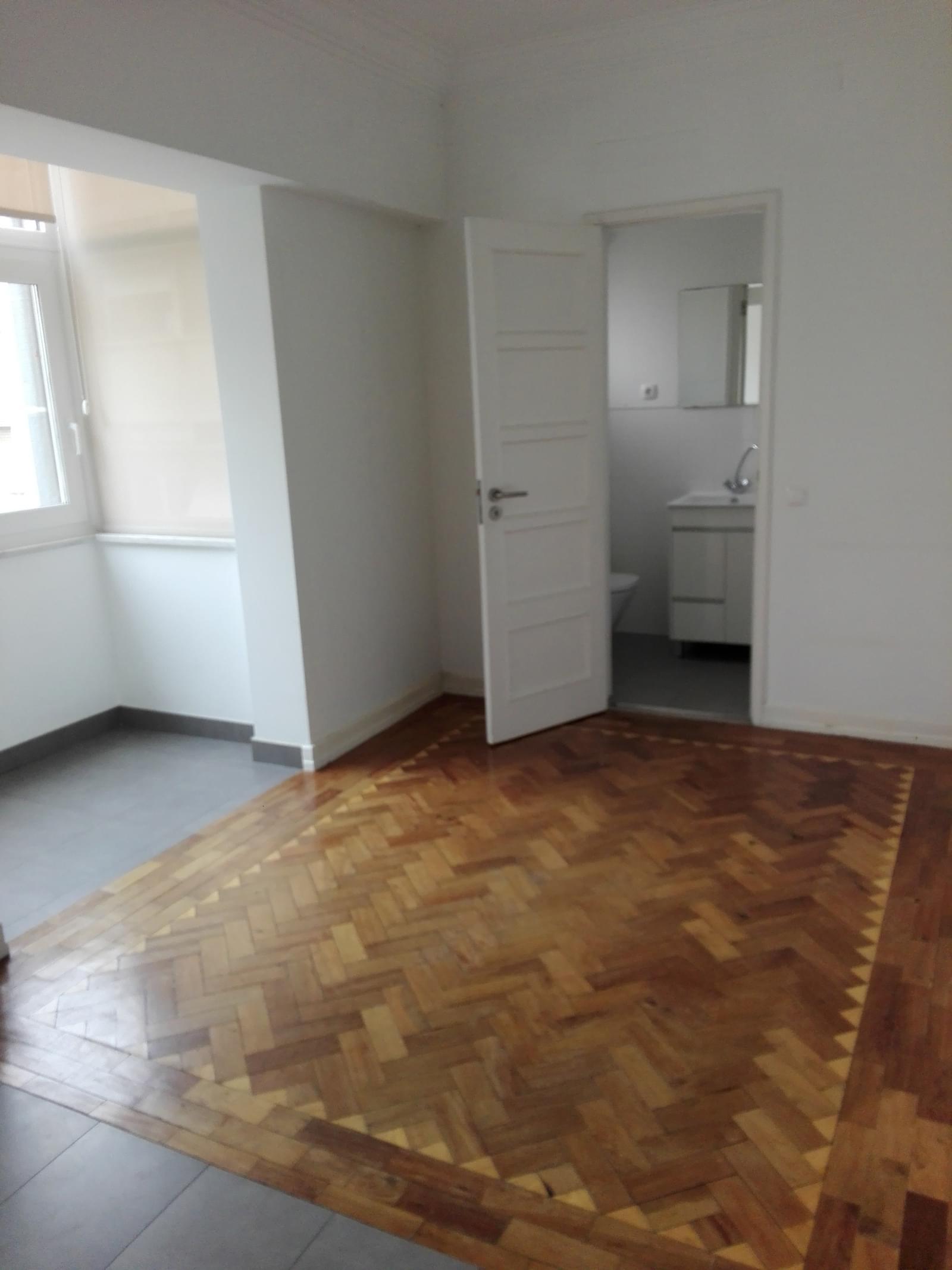 pf17056-apartamento-t4-1-lisboa-bc5bd255-3e7b-48d2-8e6b-d14364707a25