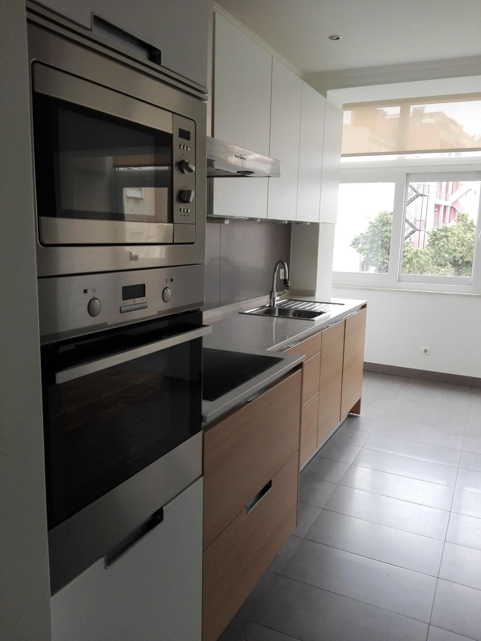 pf17056-apartamento-t4-1-lisboa-de9b9a3b-65a2-4cb1-87e8-a925ecd25b4c