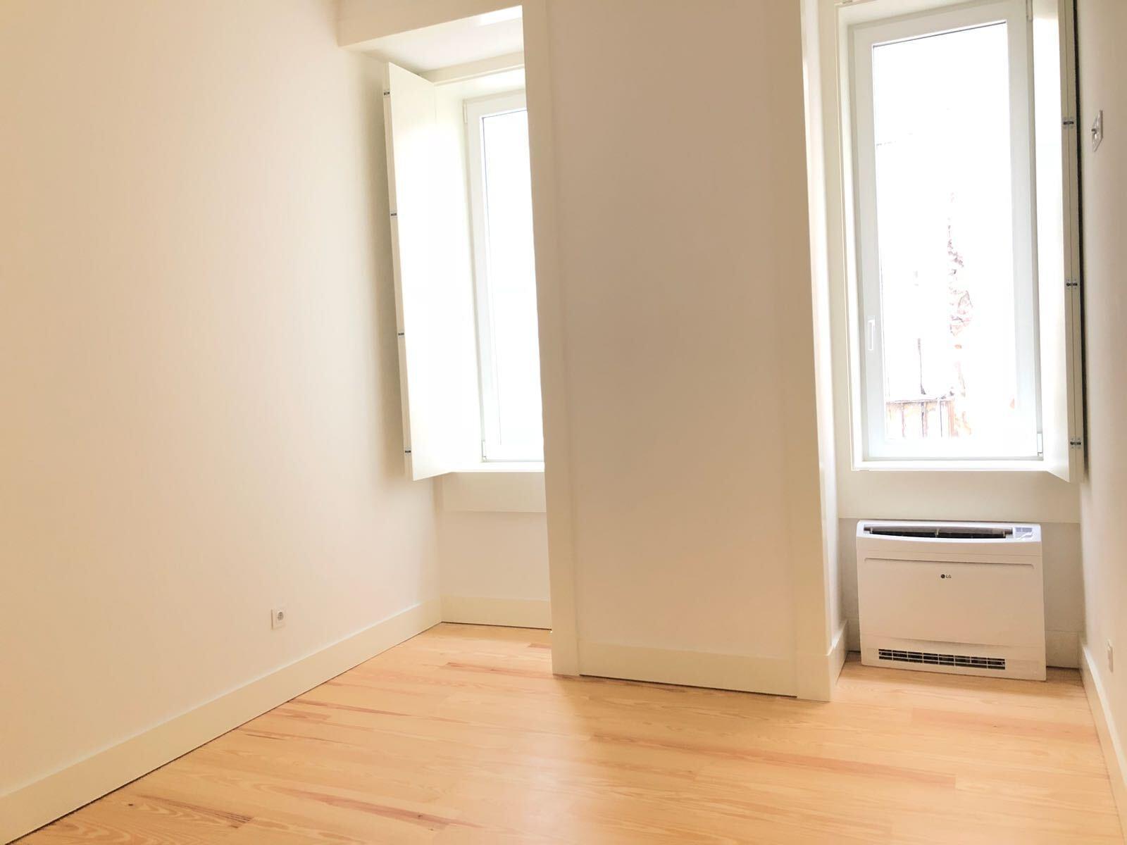pf17142-apartamento-t2-lisboa-f8f5af35-01f6-4799-bd5c-e28c27cef7d7
