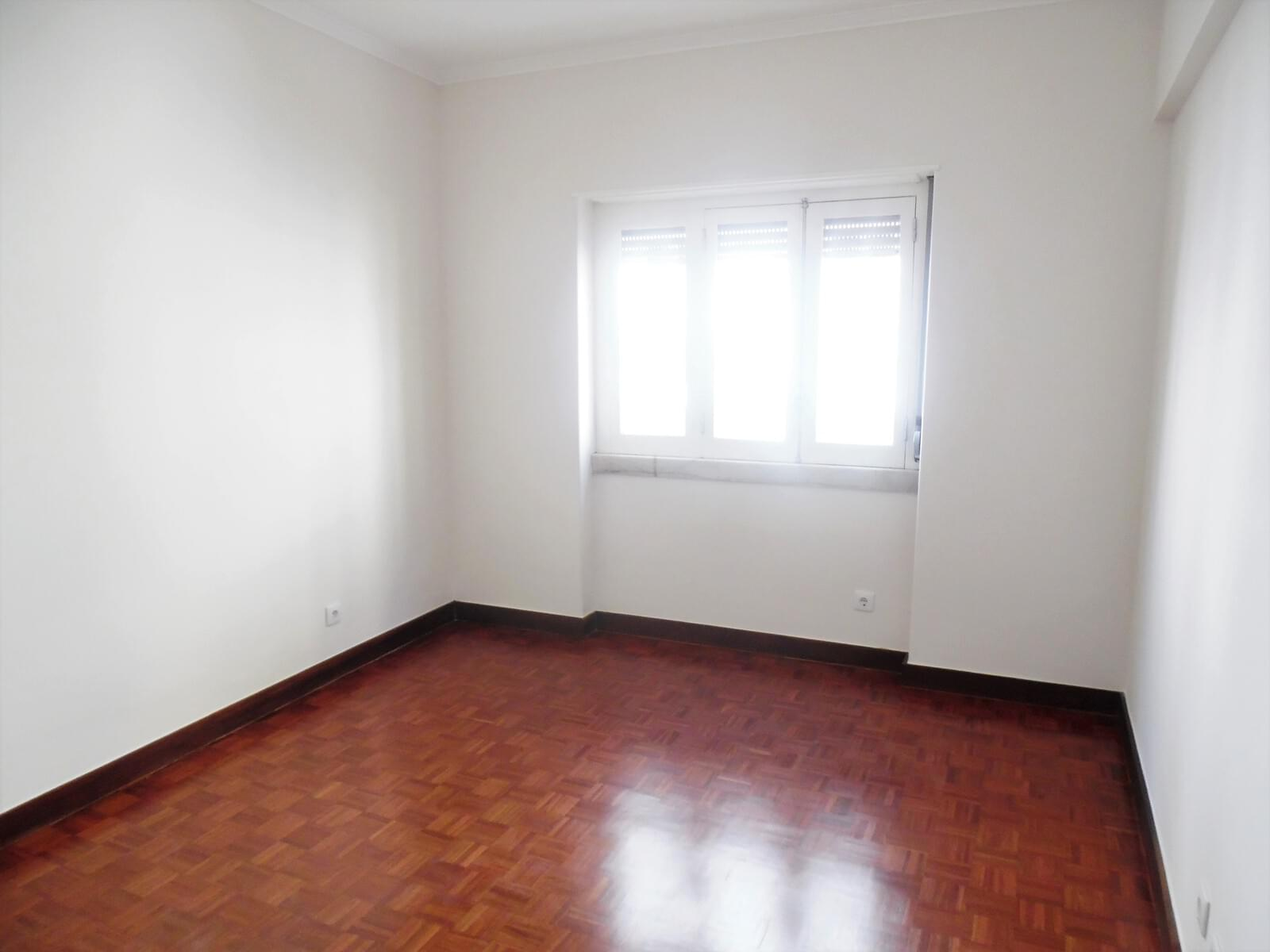 pf17621-apartamento-t4-lisboa-0a43c3f5-68eb-432d-a9bf-e0543e818fbe