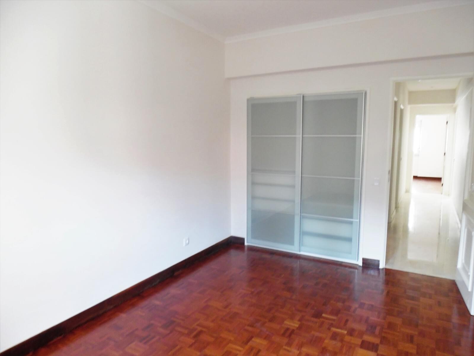 pf17621-apartamento-t4-lisboa-13a89248-aa6d-4013-9b14-13a900b83ee9