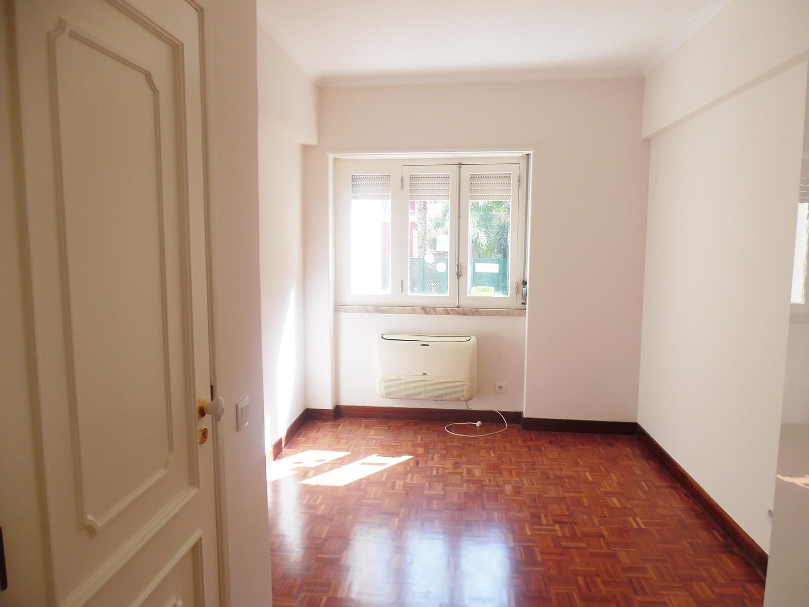 pf17621-apartamento-t4-lisboa-2c3adc3c-2176-48a1-b493-34a7d12f11b0
