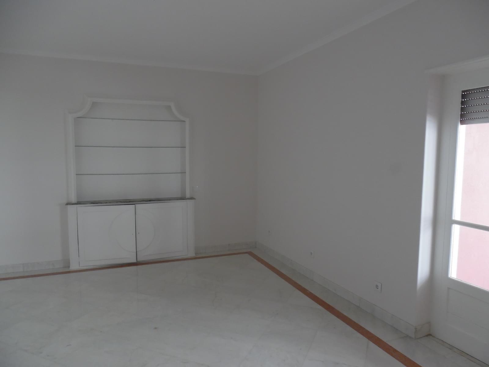 pf17621-apartamento-t4-lisboa-4bb025f9-0633-4358-8800-f3d53e693396