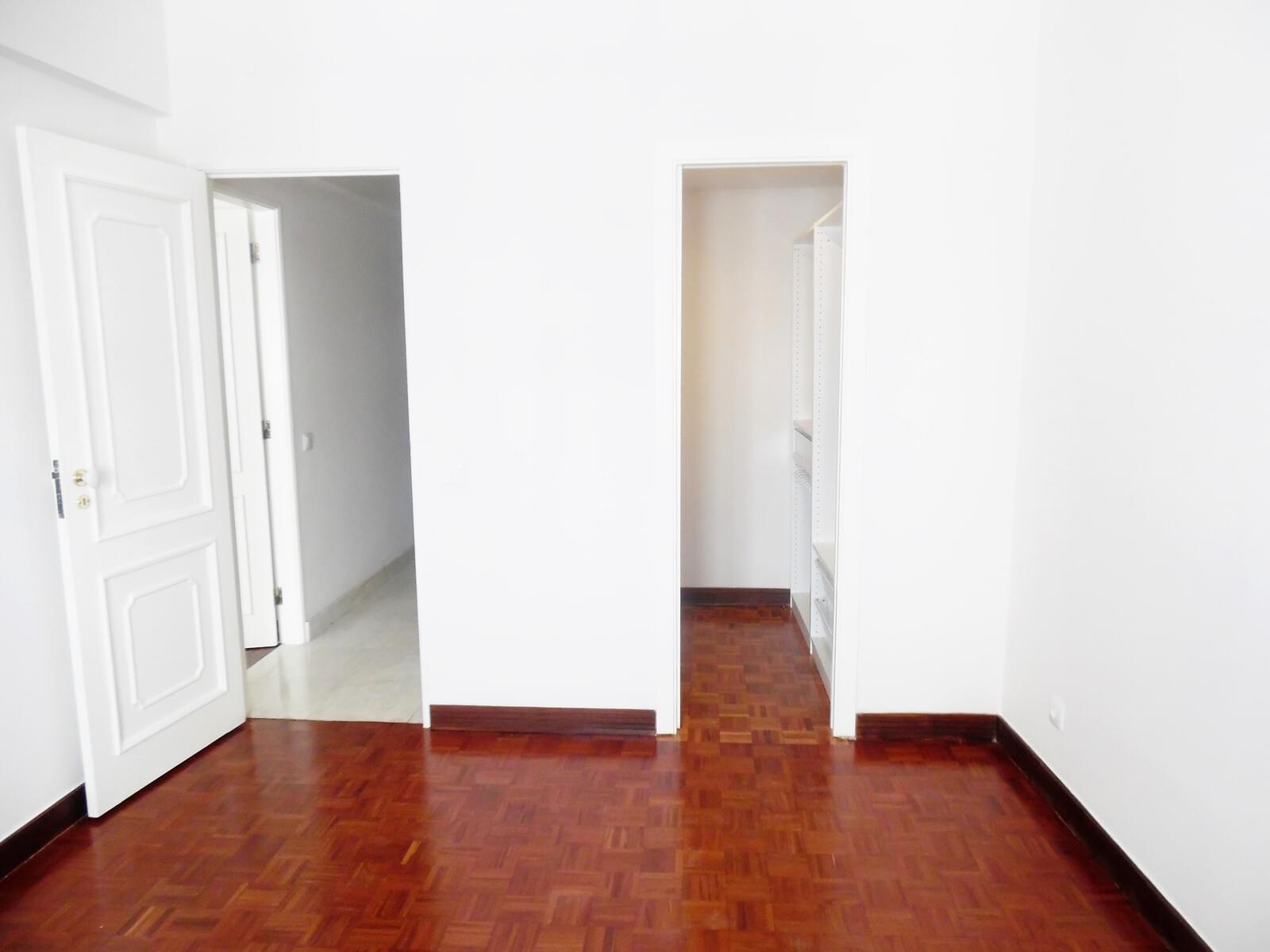 pf17621-apartamento-t4-lisboa-5bbd4bf3-6375-40de-bece-25c442d13416