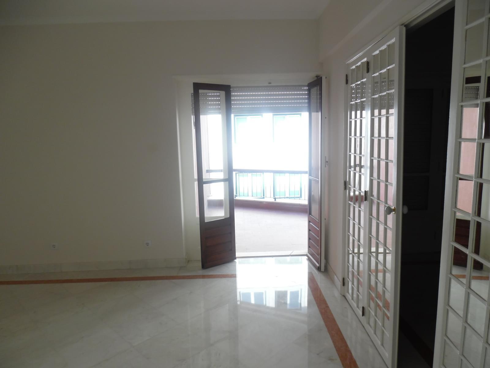 pf17621-apartamento-t4-lisboa-74cd023b-50b5-4c9d-a822-8fbeda3fe9fe