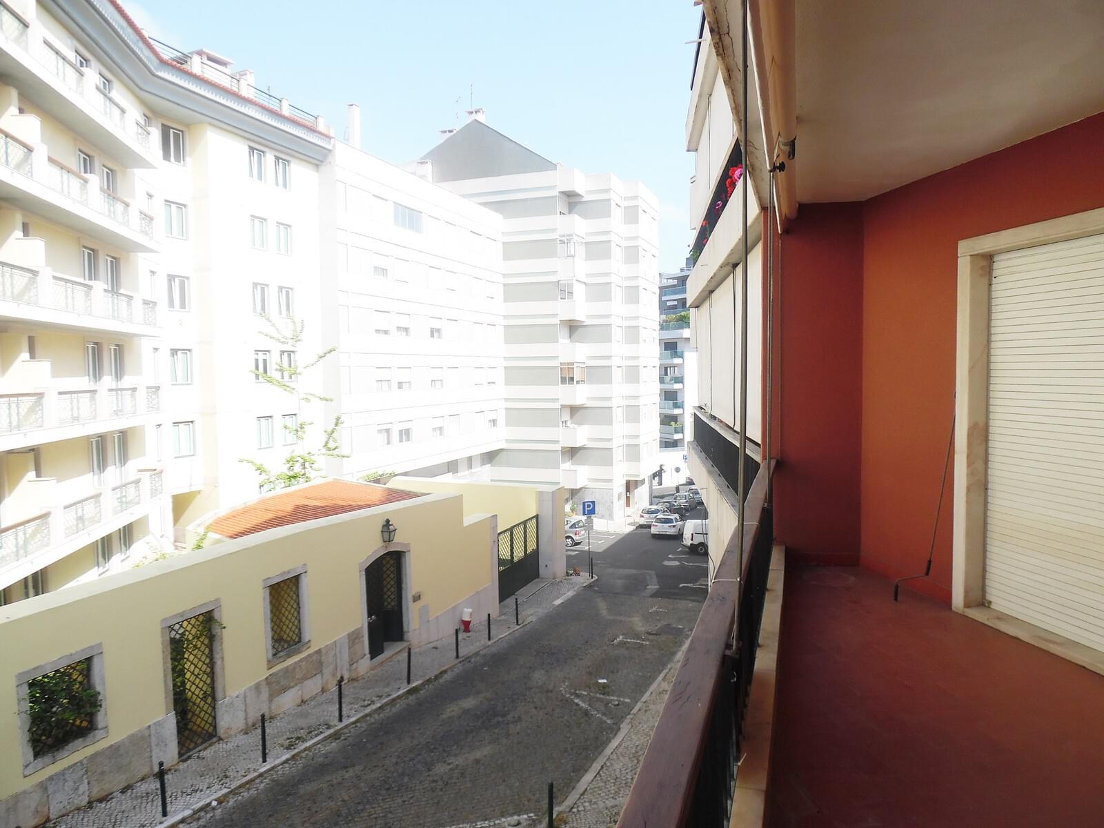 pf17621-apartamento-t4-lisboa-964c84c4-d850-4927-a8ef-3b01de183390