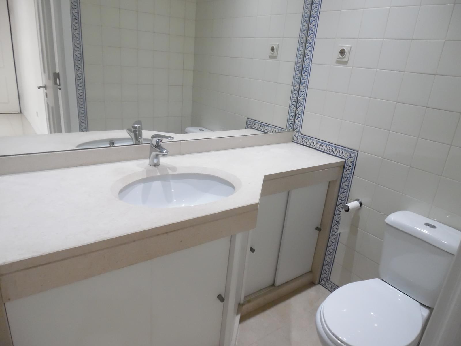 pf17637-apartamento-t2-lisboa-3ed7b814-3e12-4593-a7c1-a51e594aaa8e