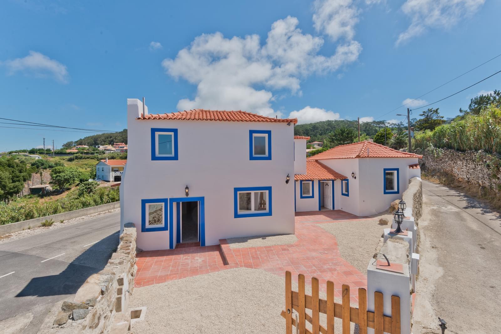 3 bedroom villa with parking