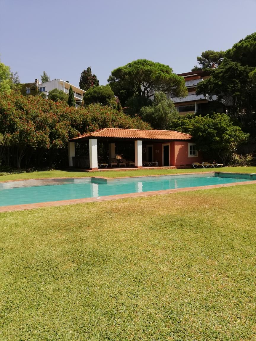 4 bedroom apartment with a swimming pool