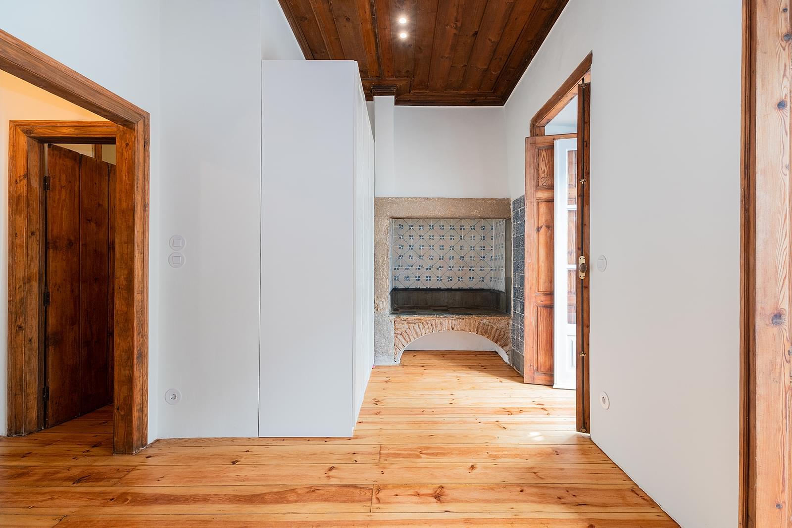 pf18016-apartamento-t2-1-lisboa-6c976878-5965-4cc8-aa6e-d80a622f4bfa