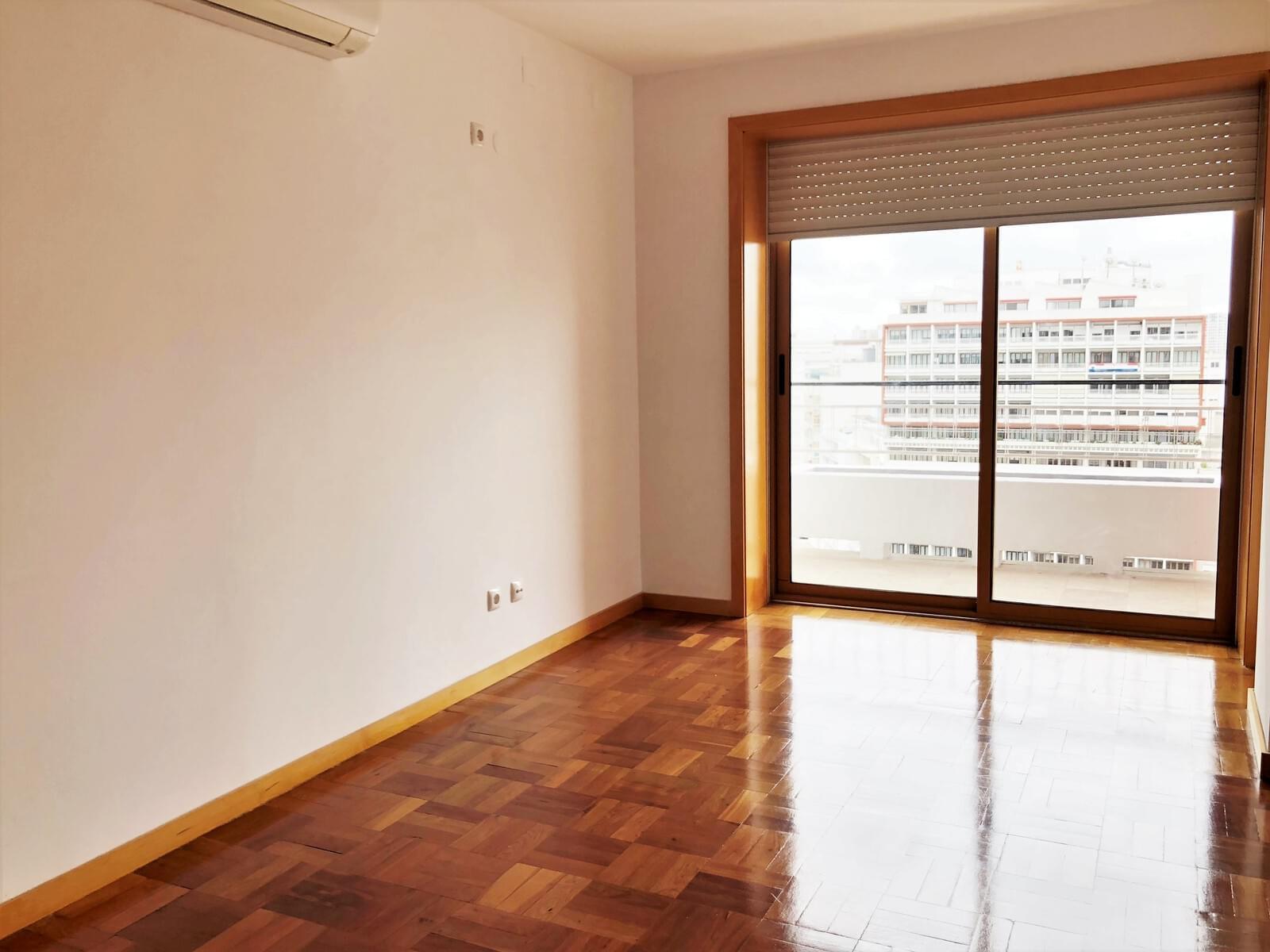 pf18040-apartamento-t3-lisboa-c4386382-c392-4c60-9352-07c6741ec7c4