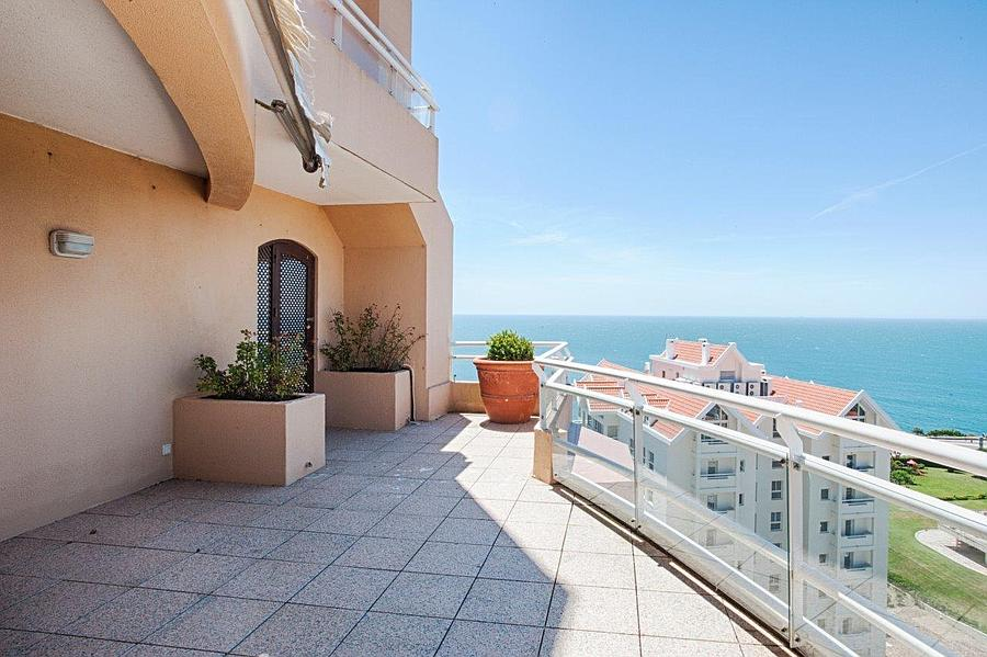 Additional photo for property listing at GUIA PENTHOUSE. Fantastic penthouse apartment, co Cascais, Portugal