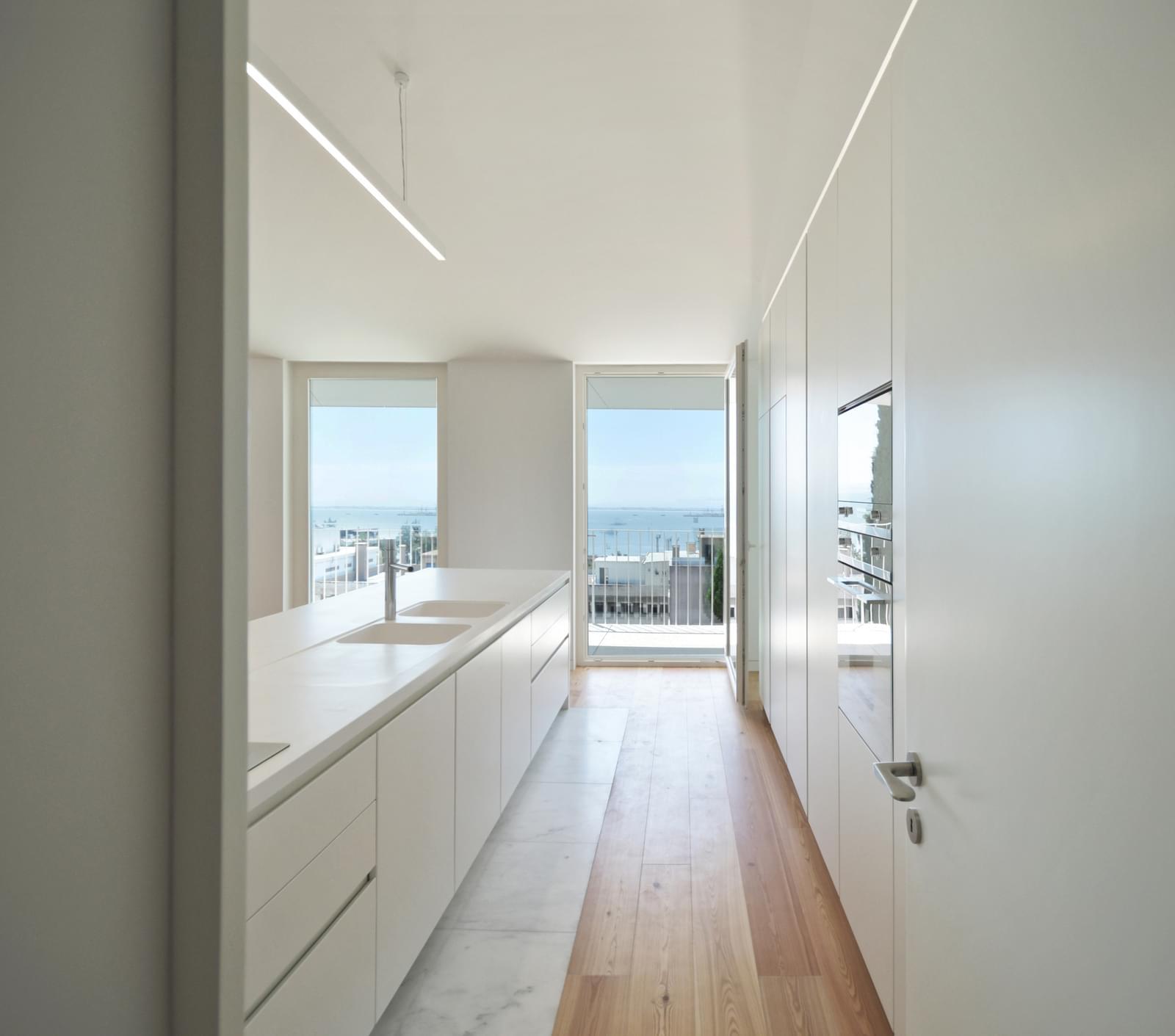 pf18051-apartamento-t4-lisboa-fec5fbca-0d29-4ef0-801c-b37c8a0ec939
