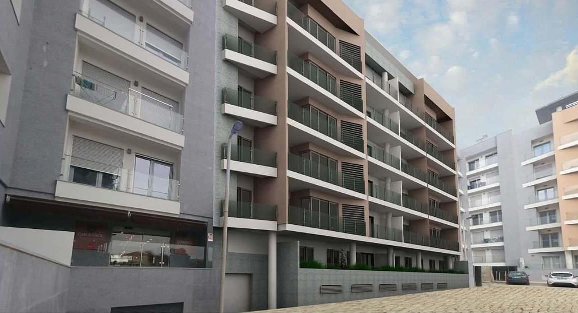 Apartamento T4 com estacionamento