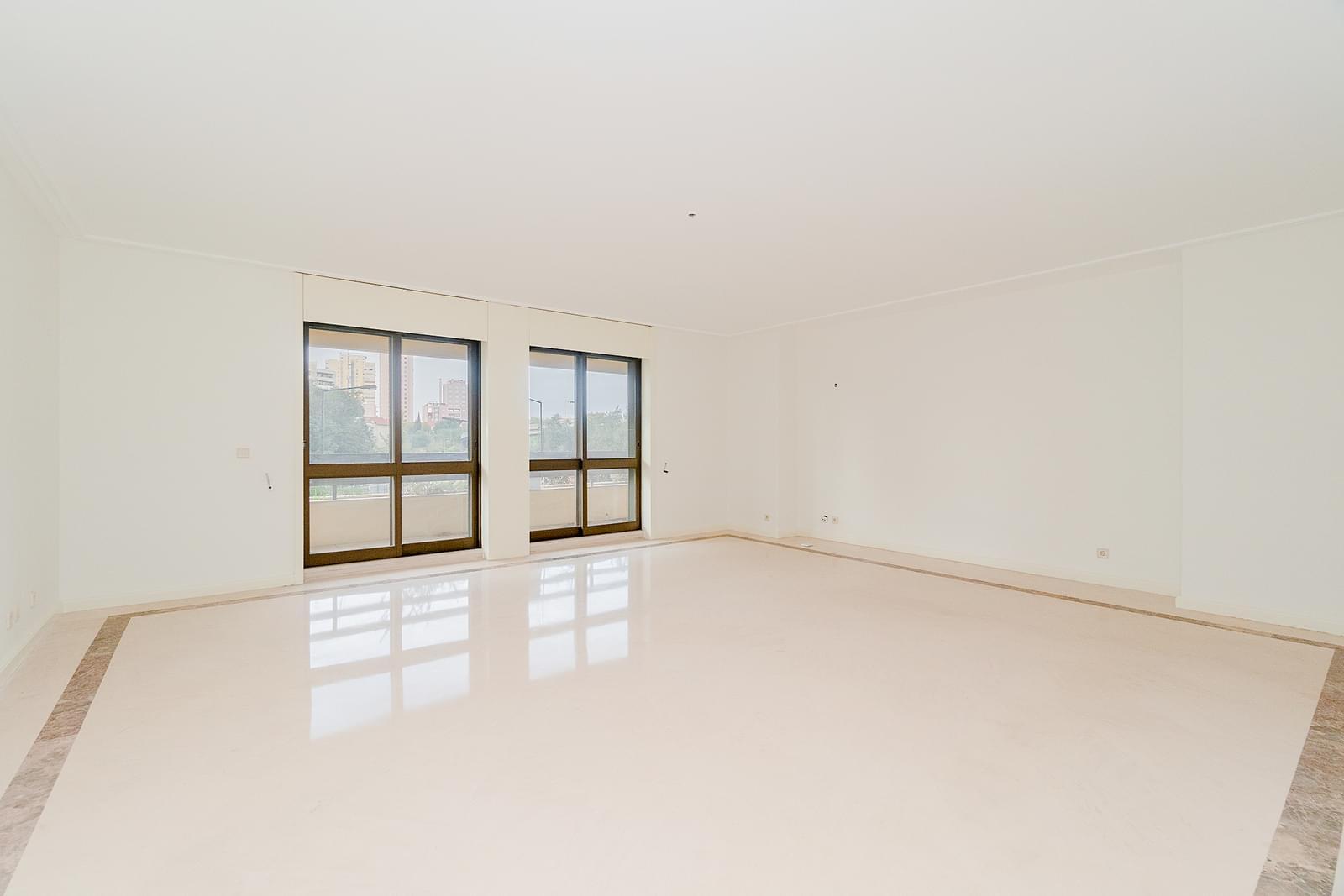 pf18551-apartamento-t3-1-lisboa-945237c1-b2cc-4e0b-b9bd-945ab4c56545